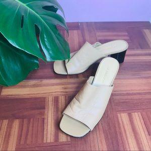 Vtg block heel tan leather mule